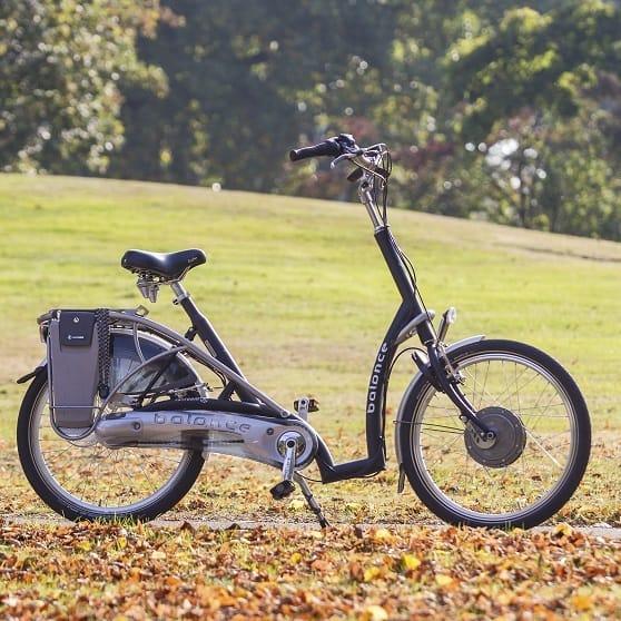 Lage-instap-fiets-met-2-voeten-aan-de-grond