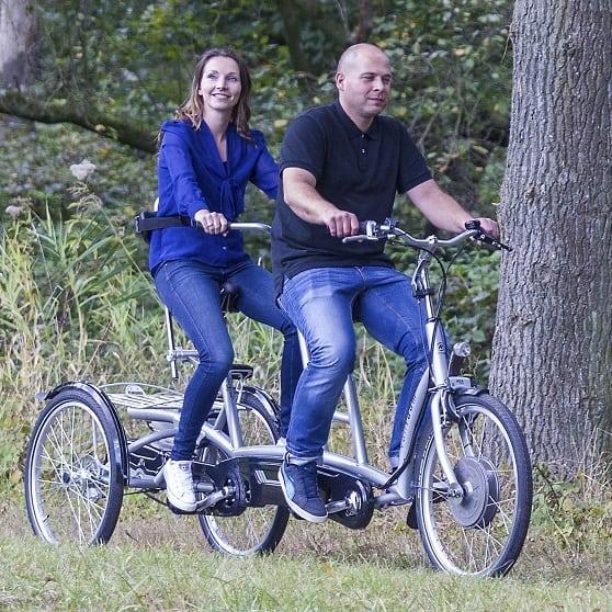 Tandem-voor-volwassenen-op-drie-wielen