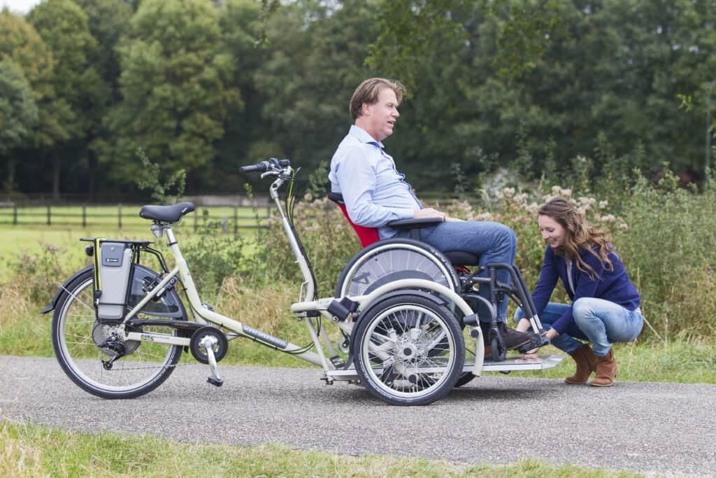 Rolstoel vastzetten op laadplatea rolstoelfiets