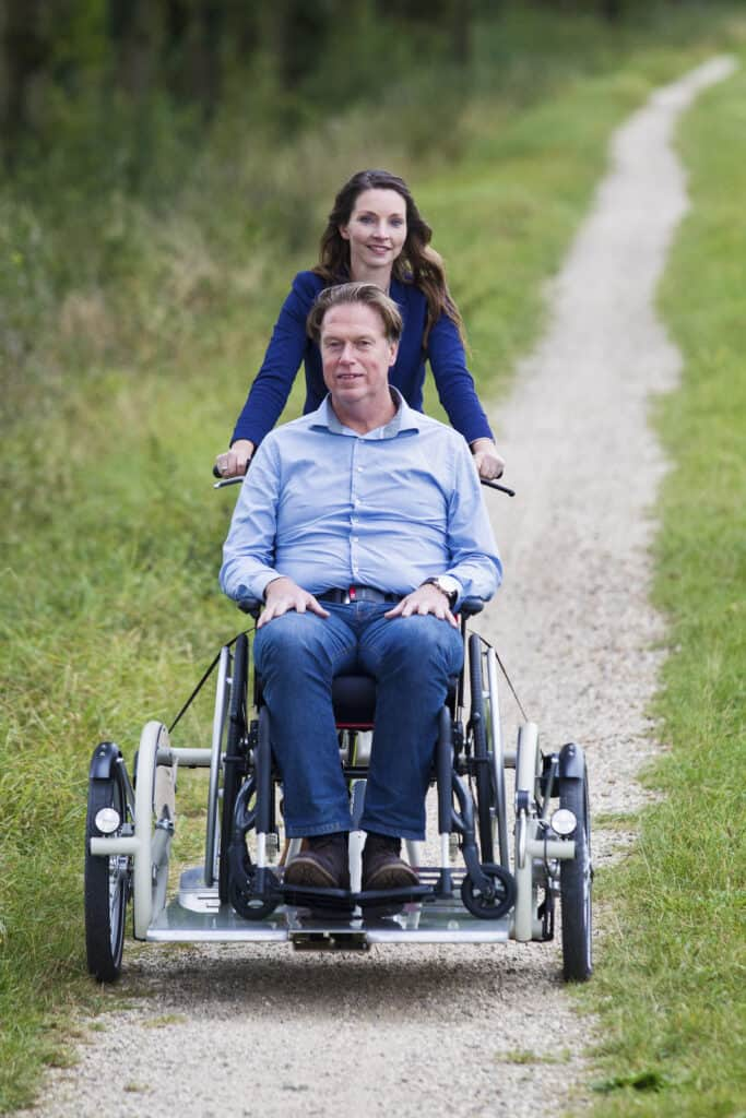 Vooraanzicht VeloPlus rolstoelfiets